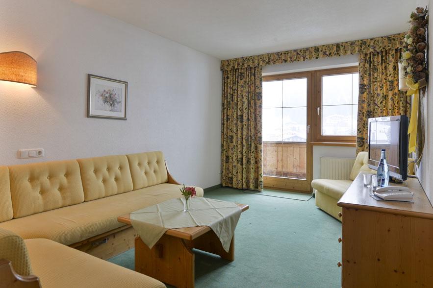 Apartment f r 2 4 personen haus marlies lech am arlberg for Kleine ausziehcouch